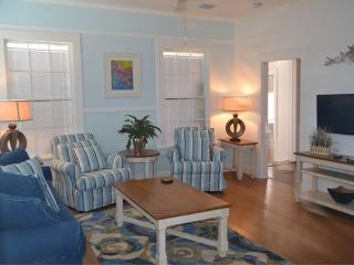 1/2 Block to Duval, World of its own -Nassau Suite, Cayo Hueso (Key West)