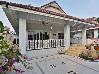 beautiful 2 bedroom villa in quiet resort