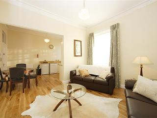 Open plan living room/kithcen