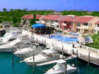 Luxurious 3 bedroom condo in Sunny Tropical Bahama