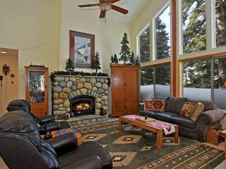4br Tahoe Donner Family Home WiFi, Private Hot Tub, Truckee
