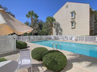 8 Beach Arbor, End Unit Villa, Pool, Walk to Beach, Free Bikes, Pet Friendly