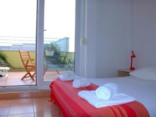 Beachfront Studio Apartment in Split for 3 Adults on Žnjan Beach (A1)