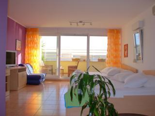 Beachfront Stylish Apartment in Split  for 4 Adults on Žnjan Beach (A4)