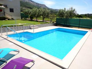 Book our New and Modern Apartment with a pool in Istria, Brtonigla