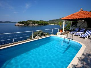 Summer house with pool for relaxing retreat, Dubrovnik
