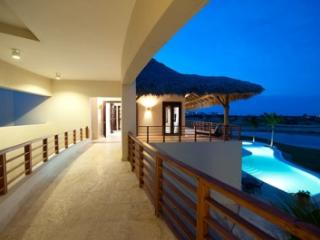 5 Bedroom Villa with Swimming Pool & Jacuzzi in Punta Cana