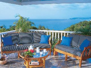 Blue Heaven - Ideal for Couples and Families, Beautiful Pool and Beach