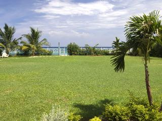 6 Bedroom Beachfront Villa in Runaway Bay