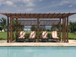 Sweet Spot on the Beach - Ideal for Couples and Families, Beautiful Pool and Beach, Runaway Bay