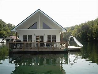 4 Bed 2 Bath Floating Home on Norris Lake, La Follette