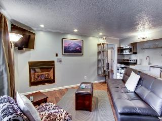 Chic dog-friendly condo with modern kitchen + shared pool and hot tub!