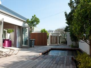 Luxury cottage with pool in the centre of the village