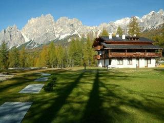 A Nice Place To Live: Romantic Attic + Fireplace, Cortina D'Ampezzo
