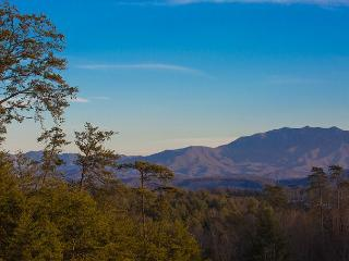 2 BR Luxury Condo w/ Views, Indoor Pool, & More! Spring Special from $99!!!, Pigeon Forge