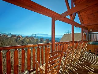 JANUARY DEAL FROM $179! Sleeps 12. Luxury Cabin w/ Incredible Views!, Pigeon Forge