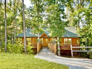 January Special From $79!!! Log Cabin w/ Pool Table, Huge Decks & Hot Tub!, Sevierville