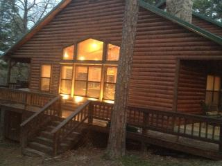 Peaceful Hilltop Luxury Cabin, Family Friendly, Broken Bow
