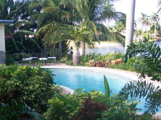 ~~~ Tropical Ft Lauderdale WATERFRONT Pool Home ~~