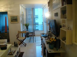 1 bedroom apartment  located 2 blocks away from the copacabana beach ( sleeps 4)