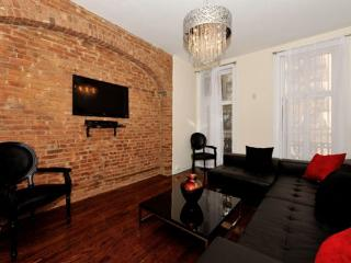 4BR/3BA Triplex + outdoor space in Gramercy for 10 (100% Legal)