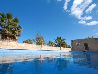 Small finca with pool and private garden, Santa Margalida