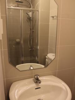 bathroom sink/glass