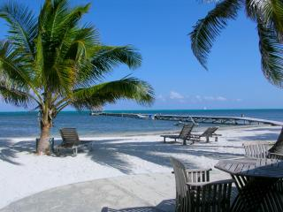 Sunset Beach A4 - 2 brm condo with loft on private beach! - AC/bikes/WiFi/kayaks