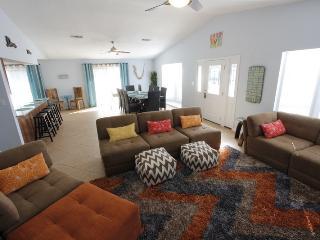 Beautiful Beach House - 3min Walk To Beach | Home Theater | Hugh Private Yard