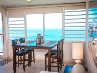 Amazing Beach Front Apartment with Oceans Views!!!, Luquillo