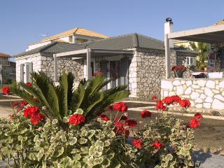 Harmony Villa 1 - 2bedrooms, sleeps 6, WiFi, parking, near Laganas beach.