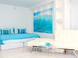 ULTRAMODERN BEACHFRONT APARTMENT, Miami Beach