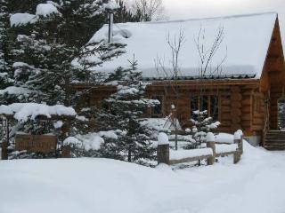 Le Malufo Scandinavian Scribe Log House-Chalet, Mont Tremblant