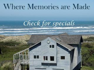 THE OCEANFRONT CASTLE, BEAUTIFUL HOME & VIEW, GAME ROOM, WATCH WHALES NOW!!, Gold Beach