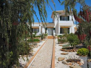 Quiet Country Villa with pool, Bensafrim