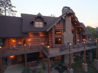 "Aug 27-30 Open ~ ""Bear Paw Lodge"" Luxury Log Cabin, Outdoor F'place Yr-Rd, Pools"