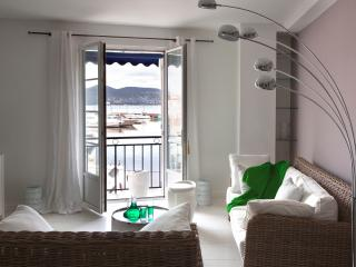 Apartment With amazing View on St Tropez Harbour, Saint-Tropez