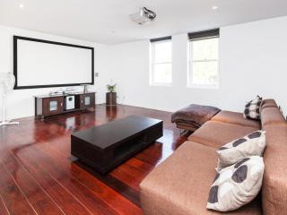 Vincent, NW CBD 2BDR, Melbourne