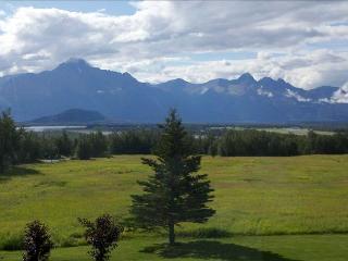 Unique Alaskan Lodge with Breathtaking Views!, Palmer