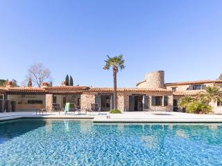 Renovated Old Country House with Fireplace and Pool, St-Tropez