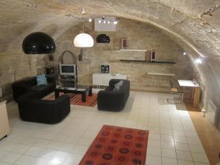 Charming large triplex loft in Marais gastro haven, París