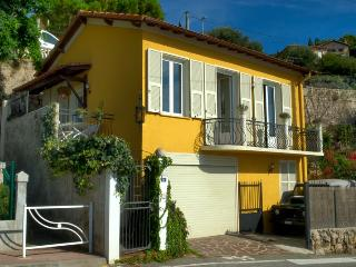 4 bedroom house overlooking the sea and Montecarlo, Brianconnet