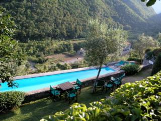 Georgous  contemporary 2 bedroom holiday cottage in fabulous 13th century borgo of collettadicastelbianco