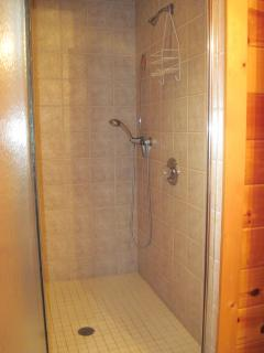 Lovers Lookout oversize shower