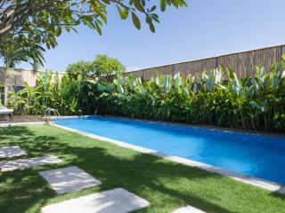 Beautiful Villa, Glistening Pool, Best Location!, Seminyak
