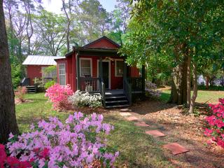 Adorable 2 bed & bath Cottage In Historic Beaufort