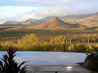 Stunning view of the Tonto National Forest, hot tub, sauna, smart TV, foosball, Cave Creek