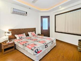New Modern 3 Bhk Serviced Apartment Best Location, Neu-Delhi