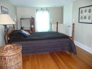 back bedroom with en suite bath