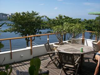 Stunning modern designer 4bedroom house in the safest area of Rio, by Sugar Loaf, for up to 10people, Río de Janeiro